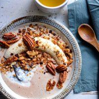 プラントベースの朝食を楽しもう♪ベイクドオーツで作る「グラノーラボウル」レシピ