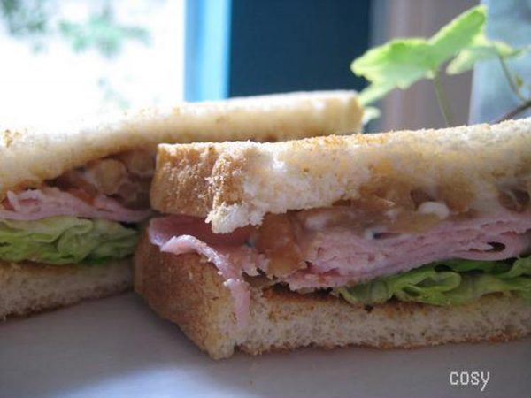 ハムときんぴらゴボウのサンドイッチ by:イクコさん