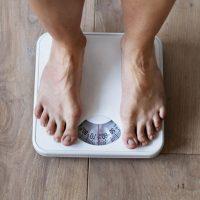新年早々ダイエット…はもうイヤ!今から始める「年末年始太り」予防習慣2つ