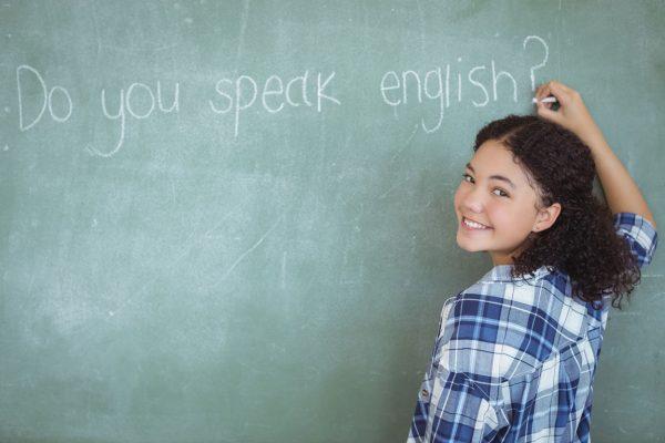 英語学習する女性
