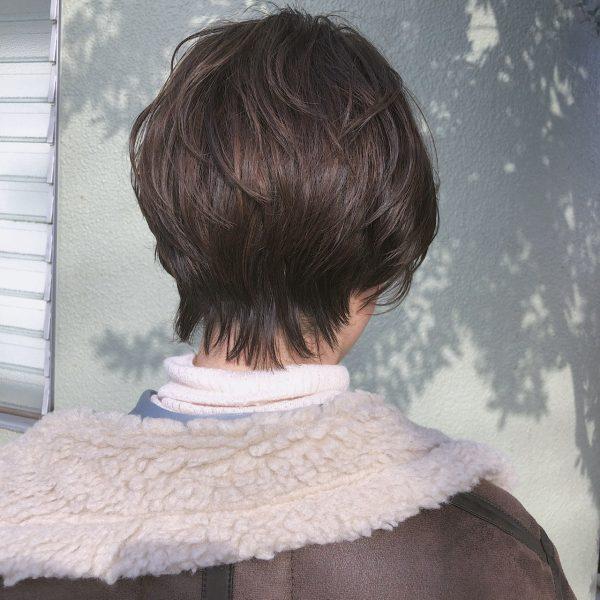 ショートヘアの女性