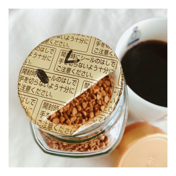 さやかさん‗コーヒーの蓋を開けたところ