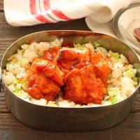 大人も子供も喜ぶ!「鶏のケチャップ照り焼き」「レンジ野菜ピラフ」2品弁当