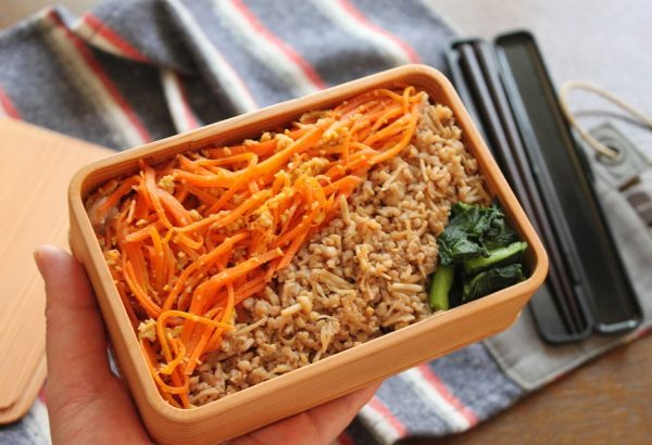 小鍋とレンジで簡単!「えのき鶏そぼろ+にんじんしりしり」2品弁当 by:料理家 かめ代。さん