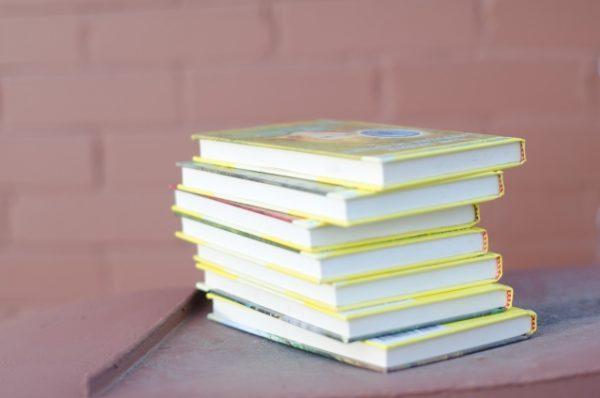 英語のことわざ「本は表紙で判断できない」ってどんな意味?