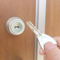 「鍵をかける」を英語で言うと?