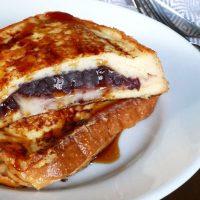 食パンにはさんで漬けて焼くだけ!簡単「あん餅フレンチトースト」