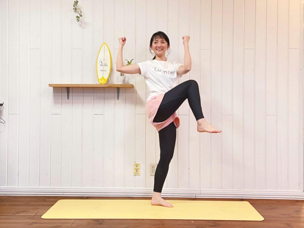 姿勢を良くして「痩せる体」をつくる!脂肪を燃焼させる【1分片足エクササイズ】