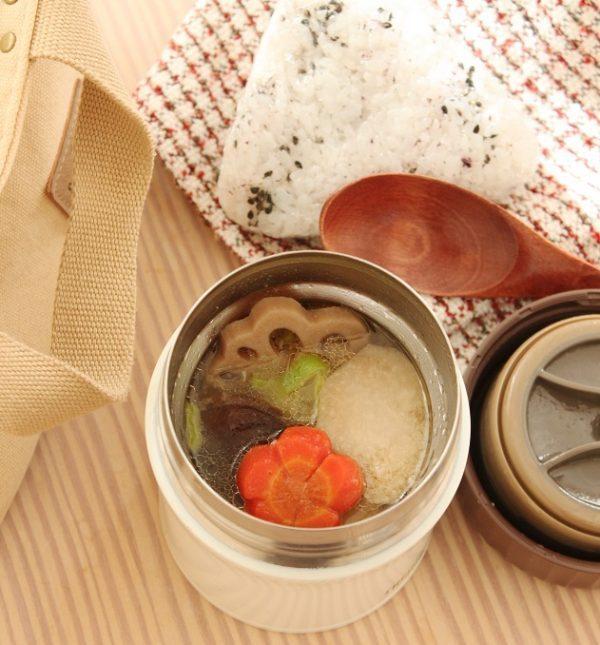 おせちを簡単リメイク!「筑前煮豚汁」「ゆかりごまおにぎり」2品弁当 by:料理家 かめ代。さん