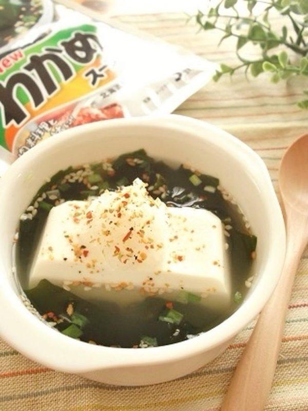 湯豆腐みたいな 絹ごし入りわかめスープbyまんまるらあてさん