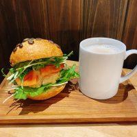 【藤沢】蔵をリノベーション!身体に優しいパンに出会える「関次商店 パンの蔵 風土」
