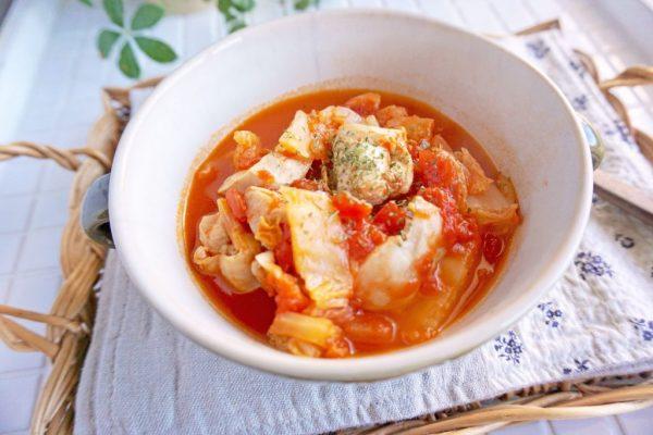 朝は温めるだけ!鶏肉と白菜の「だしトマト煮」の作り置き