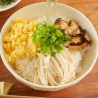 たんぱく質たっぷり!簡単「サラダチキン」アレンジ朝ごはんレシピ5選