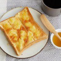 食パンに塗って焼くだけ!簡単「生姜はちみつトースト」