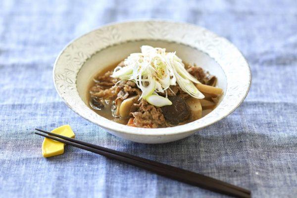 寒い朝は冷凍野菜ミックスが使える!10分で簡単「芋煮風お汁」
