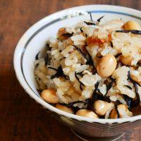 具材をのせて炊くだけ!簡単「大豆の炊き込みご飯」