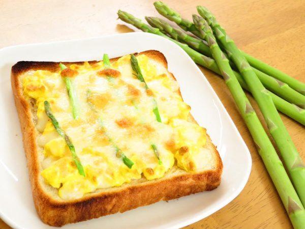 朝食に♪マヨ卵アスパラトースト by:kaana57さん