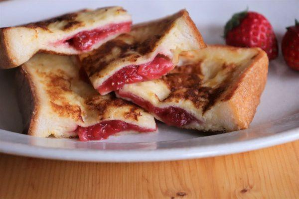 レンジで作る贅沢ジャムがとろ~り!簡単「いちごフレンチトースト」
