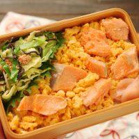 レンジ活用で簡単!「塩鮭と炒り卵のお寿司」「明太キャベツ」2品弁当