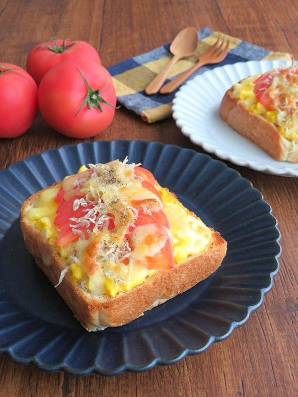朝から元気◎フレッシュトマトとタルタル卵のチーズトースト