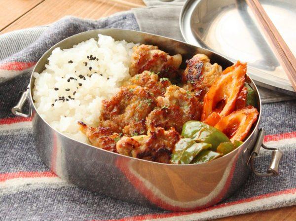 フライパンを洗わず2品!簡単「豚こまのカレー竜田」「ちくわと野菜のケチャップ炒め」弁当