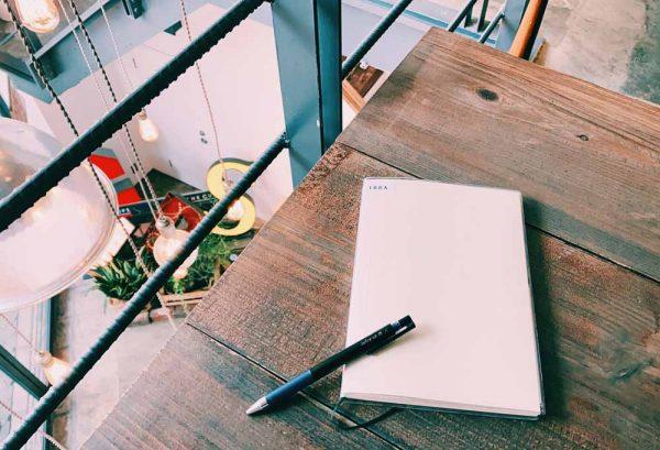 朝美人アンバサダー野口さん_MDノートとペン