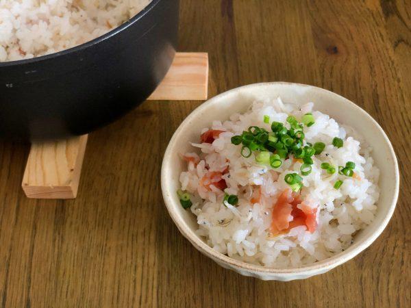のせて炊くだけ!簡単「梅干しとじゃこの炊き込みご飯」 by:料理家 齋藤菜々子さん