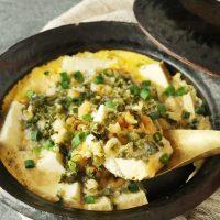 さっと煮るだけ!5分で簡単天とじ風「豆腐と揚げ玉の卵とじ」