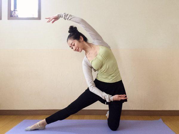 季節の変わり目に♪体調をととのえる「膝立ちで体側を伸ばすポーズ」by大木美穂さん