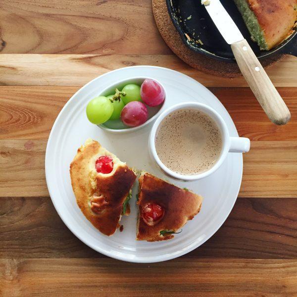 おかずいらず!1品に朝ごはん全部入り♪「スキレットホットケーキ」