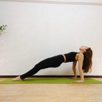 背中を引き締めてヒップアップ!背面に効く体幹トレーニング「リバースプランク」
