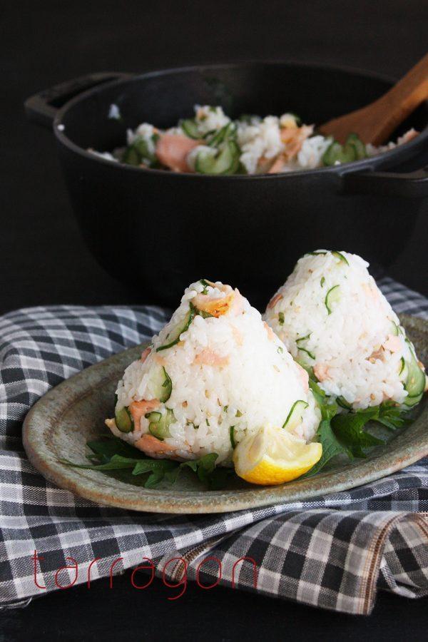 疲れている朝の定番!きゅうりと鮭で簡単「サラダ系おにぎり」
