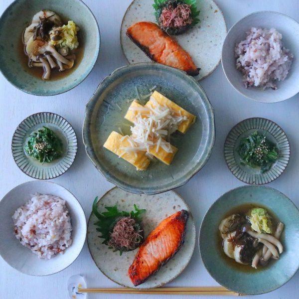 朝食を盛る器と料理の組み合わせ方。毎日5時半から始まるわたしの朝習慣