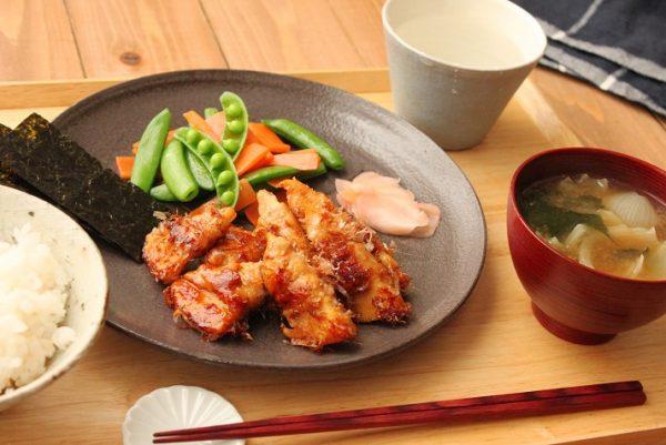 ご飯が進むテリヤキ味!「肉巻きタケノコ」「旬野菜のバター煮」2品弁当
