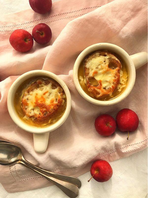 冷凍玉ねぎで時短!寒い朝に食べたい「オニオングラタンスープ」レシピbykaorinkitchenさん