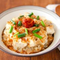 ご飯にのっけるだけ!簡単ヘルシー「豆腐丼」レシピ5選