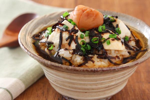 だし要らず5分で簡単!梅と豆腐の「ほうじ茶茶漬け」 by五十嵐ゆかりさん