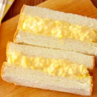 卵を茹でずに楽ちん!人気料理家さんの「タマゴサンド」レシピ3選