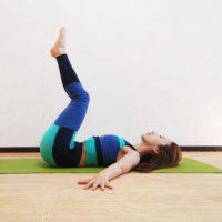 【毎朝1分】寝起きすぐOK!くびれを作る「回転のポーズ」アレンジトレーニング