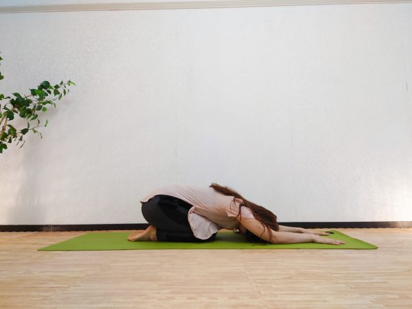 【毎朝1分】寝たままできる!ヒップとお腹に効く「橋のポーズ+腹筋」アレンジトレーニング