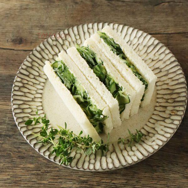 塩でもんではさむだけ!素材1つで簡単「きゅうりのサンドイッチ」