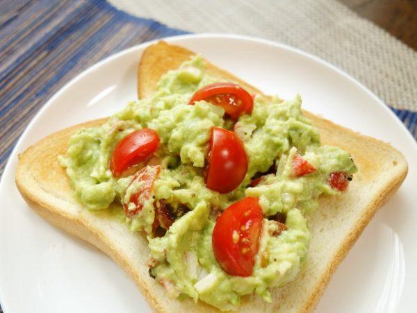 朝にぴったり♪レシピがいらないほど簡単!「アボカドトースト」