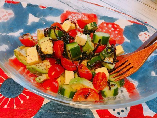 目指せインナービューティー♪アボカド&チーズたっぷり「美肌トマトサラダ」