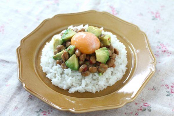 納豆とアボカドののっけ丼