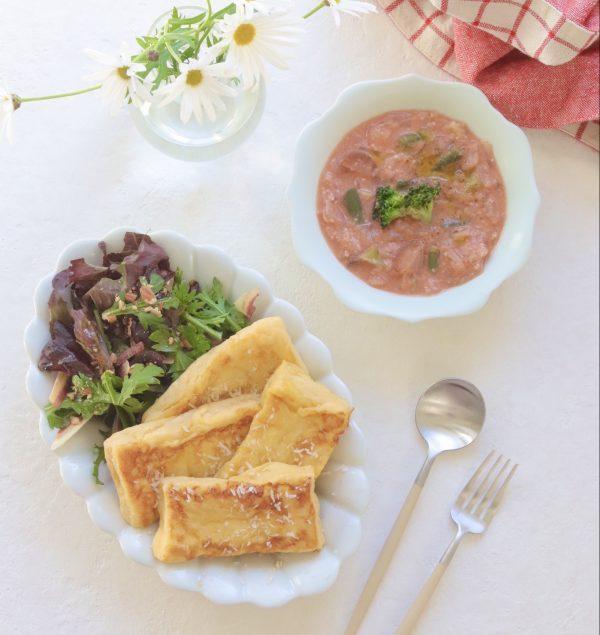 フレンチトーストがほんのりチーズ味に変身♪おいしさも健康も叶える魔法の食材を盛る器と料理の組み合わせ方。毎日5時半から始まるわたしの朝習慣