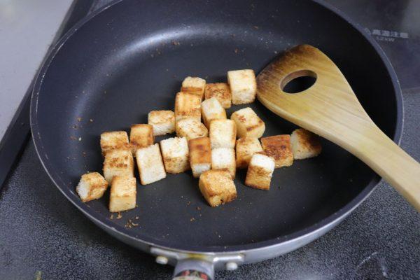 余った食パンが人気者に!フライパンで簡単「きな粉のラスク」
