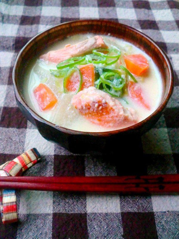 鮭の豆乳味噌汁 byゆりりんさん