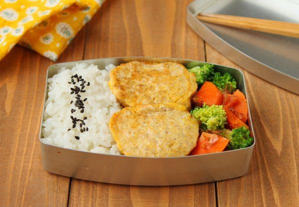 子供でも食べやすい!簡単「ひき肉ピカタ」「野菜のレンジおかかバター」2品弁当