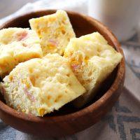 ズボラさんも作れる!ホットケーキ粉+レンジで簡単「ハムコーンチーズパン」