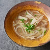 戻し汁ごと鍋で煮るだけ!簡単「切り干し大根のコンソメスープ」